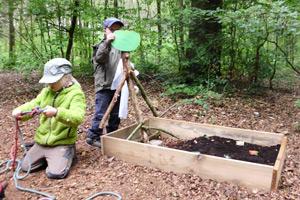 Hier kommt keine Langeweile auf – im Waldkindergarten Ebstorf entdecken die Kids die Natur mit Spaß